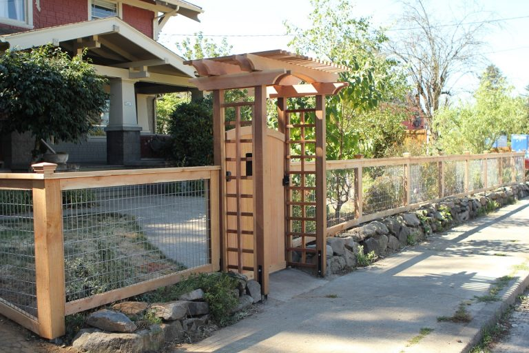 The Hoodoo Arbor and Deschutes hog wire fence define the limits of this Portland area front yard.